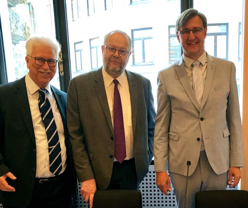 BSPC höll sitt Standing Committee-möte i Hamburg och hanterade bland annat responsen från den stora konferensen på Åland senaste höst. Från vänster generalsekreterare Bodo Bahr samt Sten Eriksson och Jörgen Pettersson. Foto: Georg Straetker.