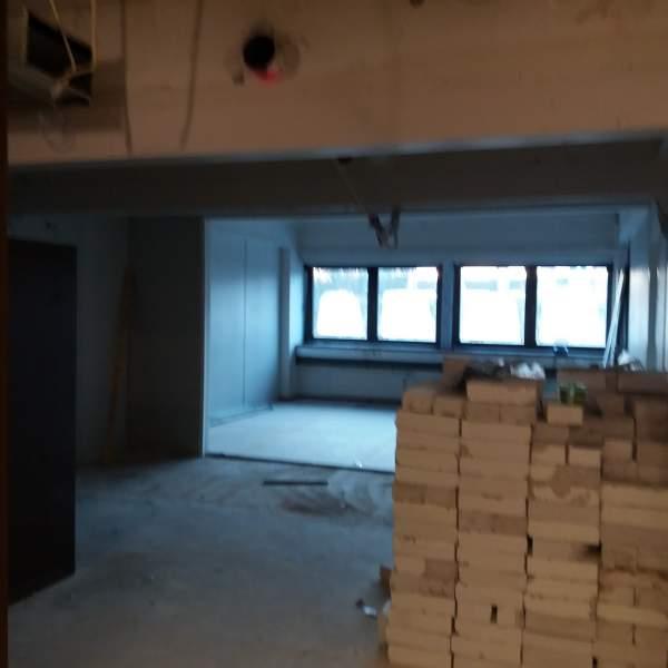 Bilden är tagen från trapphuset in mot lagtingets kansli. En glasvägg kommer att sättas upp