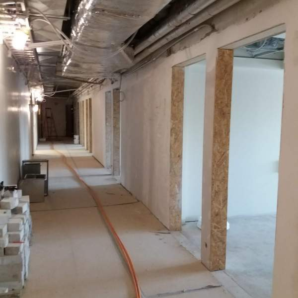 Korridoren till de nya grupprummen, våning 5 (f.d biblioteket)