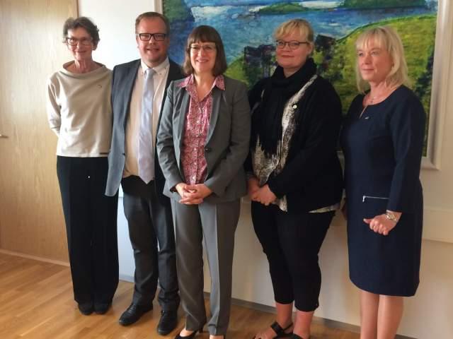 Från vänster avgående honorärkonsul Gun Erikson-Hjerling, talman Johan Ehn, ambassadör Dorothee Janetzke-Wenzel och tillträdande honorärkonsul Katarina Mörn