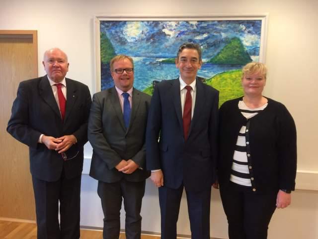 På bilden från vänster honorärkonsul Ben Listherby, talman Johan Ehn, ambassadör Serge Mostura och lantråd Katrin Sjögren