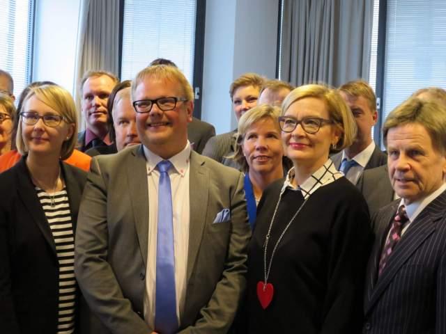 I mitten på bilden talman Johan Ehn till vänster talman Maria Lohela, till höger andra vice talman Paula Risikko och första vice talman Mauri Pekkarinen