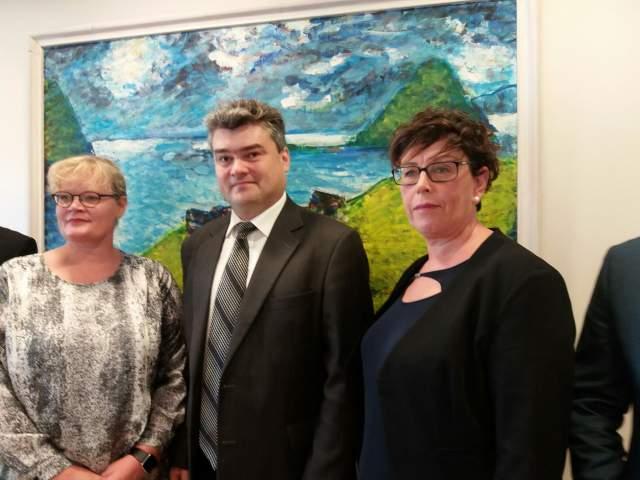 Lantrådet Katrin Sjögren, Moldaviens vice premiärminister Gheorge Balan och vicetalman Veronica Thörnroos