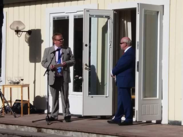 TalmanJohan Ehn håller tal på svenska generalkonsulatetpå nationaldagen