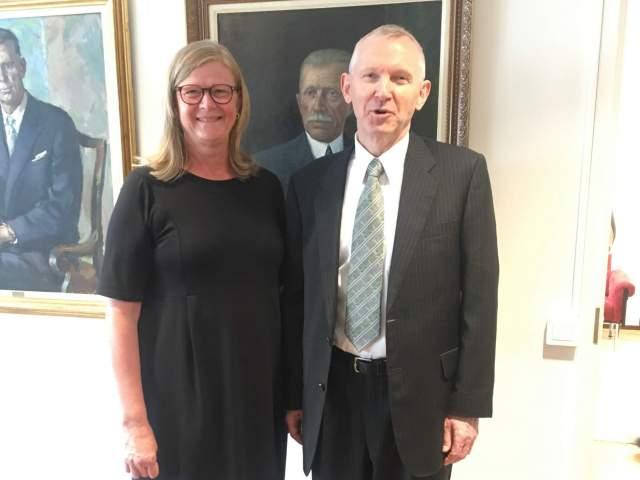 Talman Gun-Mari Lindholm och Norges ambassadör Åge Bernhard Grutle